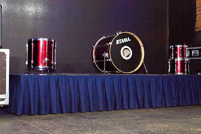 Аренда подиума для барабанов
